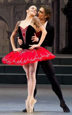 Natalia Osipova y Ivan Vasiliev en Don Quijote el color de rojo está aquí de nuevo.