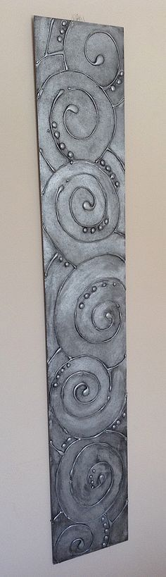 Hot Glue Gun Art - Spray painted with Metallic Silver, distressed with black pai. - Hot Glue Gun Art – Spray painted with Metallic Silver, distressed with black paint – giving it - Glue Gun Projects, Glue Gun Crafts, Art Projects, Hot Glue Art, Cuadros Diy, Wal Art, Antique Metal, Antique Art, Diy Wall Art