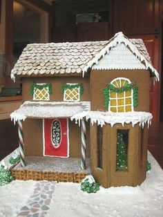 Simple-Inspiring  Gingerbread House Ideas-16