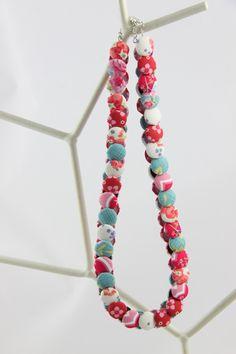 Mittellange Kette aus Stoffknöpfen, Blumen / necklace made of buttons, flower fabric made by  FraeuleinVogel via DaWanda.com