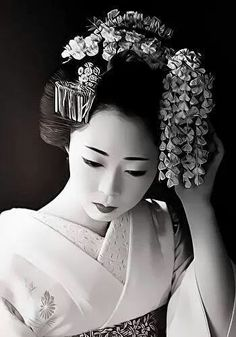 かんざし  (translation: kanzashi, which are the hair ornaments used in traditional Japanese hairstyles.)