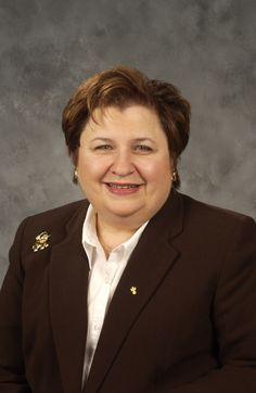 Latina Corporativa Modelo de éxito -- Adriana Comellas-Macretti, Directora Ejecutiva de State Farm. Su historia es una inspiración para todas las mujeres de hoy.