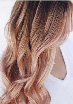 43 Excellent Rose Gold Hair Color Shades for 2018 Best rose gold hair colors to opt for In this post we have tried our best to show you amazing shades of rose gold hair colors that are really fantastic choices for women to wear in this year. Rose Gold Hair Blonde, Strawberry Blonde Hair Color, Rose Hair, Rose Gold Ombre, Rose Golf Hair, Strawberry Blonde With Highlights, Rose Gold Toner, White Blonde, Hair Color Shades