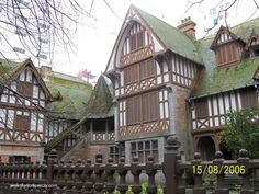 mar del plata . Buenos Aires esquina Almirante Brown. Villa Devoto- año 1912- Arq. Alejandro Bustillo. Hoy mal atendida, cerrada y pudriendose Largest Countries, Countries Of The World, Victorian Homes, Wine Country, Where To Go, Old Houses, South America, Beautiful Homes, Architecture
