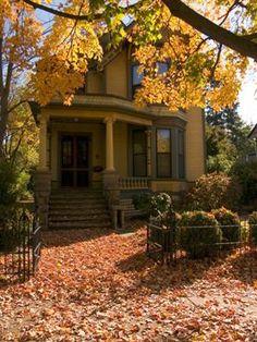 Victorian House, Portland, Oregon  photo via mary