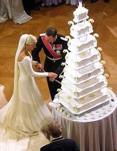 Wedding Cake Recipes Crown Prince Haakon and Crown Princess Mette-Marit of Norway had a seven-layer wedding cake. - Royal weddings are extravagant affairs, and the cakes are no exception. Here are 11 incredible royal wedding cakes from around the world. Royal Cakes, Royal Brides, Royal Weddings, Royal Wedding Cakes, Cake Wedding, Indian Weddings, Norwegian Wedding, Princess Diana Wedding, Crown Princess Victoria