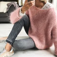 There is no automatic alternative text available. No hay texto alternativo automático disponible. There is no automatic alternative text available. Mode Outfits, Winter Outfits, Casual Outfits, Fashion Outfits, Fashion Clothes, Cool Sweaters, Sweaters For Women, Zara Sneakers, Star Fashion