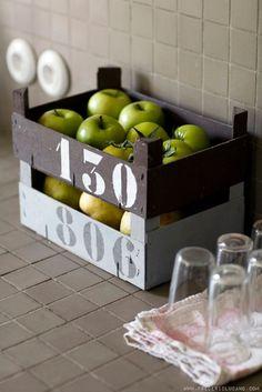 Reciclar cajas de frutas en la cocina