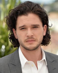 Hair To The Throne: How To Get Kit Harrington's Locks Mens Hairstyles With Beard, Slick Hairstyles, Dress Hairstyles, Down Hairstyles, Summer Hairstyles, Kit Harrington Hair, Kit Harington, Curly Hair Men, Big Hair