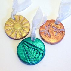 Handmade Wedding Favors. This easy to wedding craft project shows you haw to make these beautiful wedding favors  http://activaproducts.com/blogs/projects/48596036-d-i-y-wedding-favor-medallions-by-lisa-fulmer-for-activa-products
