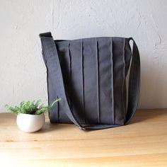 sac en coton gris à coutures verticales