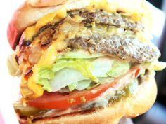 Burgers Gone Wild . I could soooo eat that! Tacos, Gourmet Recipes, Beef Recipes, Burger Recipes, Empanadas, Burritos, Burger Dogs, Gourmet Burgers, Wrap Sandwiches