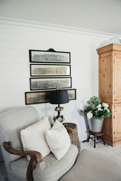 Vintage Panoramic Photo Gallery Wall – The Beginning Dining Room Lamps, Dining Rooms, Cottage Style Living Room, Pine Cabinets, Architecture Art Design, Wall Finishes, World Of Interiors, Wall Treatments, Elle Decor