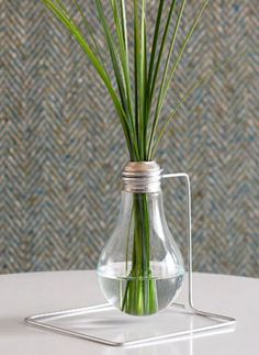 Lightbulb vase DIY such a cute upcycle!
