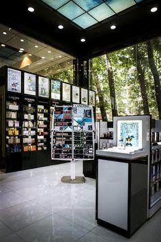آنچه برای مجموعه فروشگاه های عطر سفیر اهمیت دارد ایجاد نگاهی متفاوت به عطر و لوازم آرایشی با رویکرد ارئه اطلاعات کامل و دقیق با بیان ساده به مشتریان خود است