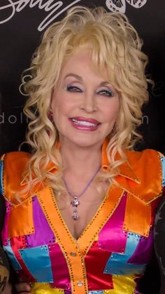 Dolly Parton Kenny Rogers, Dolly Parton Pictures, Coat Of Many Colors, Tiny Waist, Christmas Swags, Living Legends, Hello Dolly, Southern Belle, Celebs