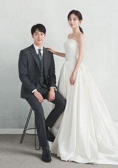 Pre Wedding Poses, Wedding Picture Poses, Pre Wedding Photoshoot, Wedding Shoot, Wedding Couples, Dream Wedding, Wedding Dresses, Korean Wedding Photography, Wedding Styles