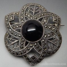 VINTAGE JUDITH JACK BLACK ONYX MARCASITE ACCENTS STERLING SILVER FLOWER SNOWFLAKE BROOCH PIN