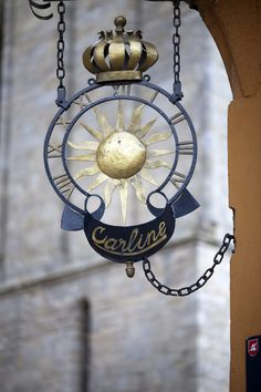 Sign of a clockmaker's, Vannes, department of Morbihan, region of Brittany, France by Felipe Rodríguez on 500px