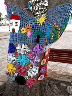 Extreme Knitting, Yarn Bombing, Tree Art, Crochet Crafts, Urban Art, Creative Inspiration, Beautiful Images, Cool Art, Textiles