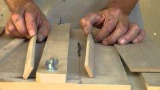 Neste video mostro a serrinha que fiz p\ cortar madeiras e mdf p\ fazer caixinhas e outras peças de artesanato contato e-mail arteirinhovip@gmail.com abraços...