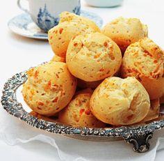 Pão de queijo fácil e gostoso! Ingredientes 1 xícara de óleo 1 xícara de queijo ralado 1 xícara de...