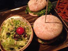 Burger + Salat im Hans im Glück (Isartorplatz) in München. Lust Restaurants zu testen und Bewirtungskosten zurück erstatten lassen? https://www.testando.de/so-funktionierts