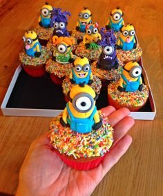 Minions Cupcakes for a Despicable Me party Minion Cupcakes, Yummy Cupcakes, Birthday Cupcakes, Cake Minion, Cupcakes Kids, Lego Cake, Kokos Cupcakes, Cupcakes Decorados, Despicable Me Party