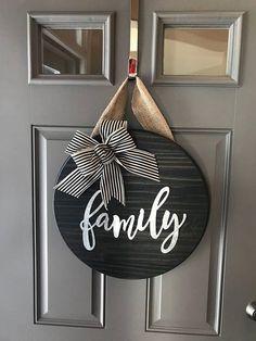 Family Door Sign, Family Door Hanger, Round Door Sign, Front Door Sign, Door Hanger, All Year Door H