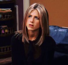 Rachel Green will forever be an icon. Cabelo Jenifer Aniston, Jennifer Aniston Haar, Jennifer Aniston Hair Friends, Jennifer Anniston Short Hair, Jennifer Aniston Makeup, Jennifer Aniston Haircut, Jeniffer Aniston, Estilo Rachel Green, Rachel Green Hair