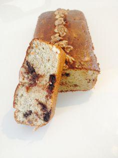 Bananenbrood met amandelmeel -- Dit is vast lekker met appel en kaneel.