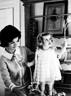 Kennedy inspiration: Jackie & Caroline