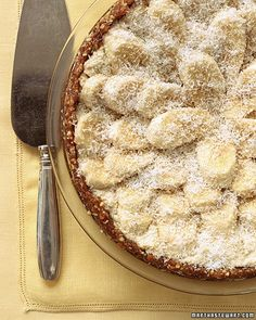 This delicious raw-food tart features a shell made with pecans and dates and a creamy filling made with blended cashews and coconuts -- all topped with sliced banana.