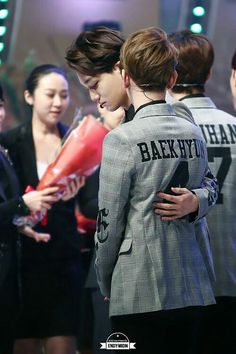 #Baekhyun Aww look at how kai carefully touch baek's back >O<