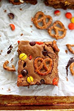 Loaded Peanut Butter Pretzel Blondies - Loaded with crunchy pretzels, gooey chocolate, and reese's pieces, these are a peanut butter lovers dream come true!