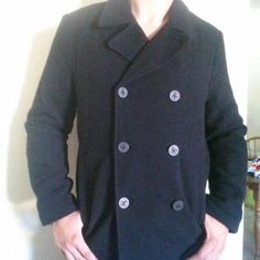 c2fae1dba8 Clean GUESS Peacoat for  30 on Carousell