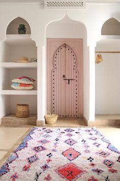 Diese best Deko-Ideen wurden in marokkanischen Riads - Elle Décoration - umgesetzt Moroccan Interiors, Wood Interiors, Style At Home, Morrocan Decor, Moroccan Rugs, Moroccan Style Bedroom, Moroccan Lanterns, Interior Architecture, Interior Design