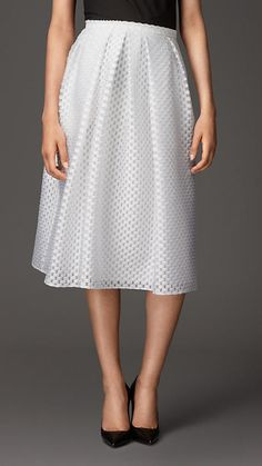 Explore all women's clothing from Burberry including dresses, tailoring, casual separates and more in both seasonal and runway designs Burberry 2015, Burberry Skirt, Formal Wear Women, Women Wear, Pli, Luxury Fashion, Fashion Trends, Day Dresses, What To Wear