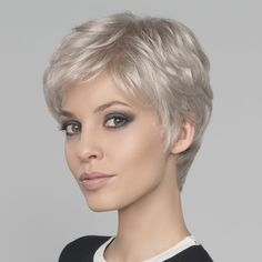 The Short Pixie Cut - 58 Great Haircuts You'll See for 2019 - Hairstyles Trends Short Hair Over 60, Short White Hair, Short Straight Hair, Short Hair Cuts For Women, Straight Hairstyles, Over 60 Hairstyles, New Short Hairstyles, Black Hair, Curly Hair Styles