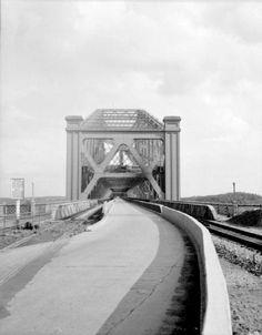 Entrée du Pont de Québec sur la rive nord en 1948 Quebec Montreal, Old Quebec, Montreal Ville, Quebec City, Chute Montmorency, Chateau Frontenac, Le Petit Champlain, Rive Nord, La Rive