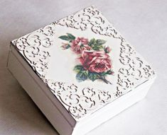 ideas decoupage boxes in various styles - Part 6 Decoupage Wood, Decoupage Vintage, Napkin Decoupage, Pretty Box, Jewellery Boxes, Painted Boxes, Diy Décoration, Vintage Box, Diy Box