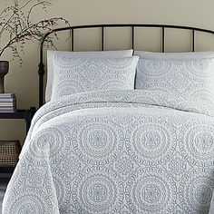 Jessica Simpson Medallion Full/Queen Coverlet in Turquoise