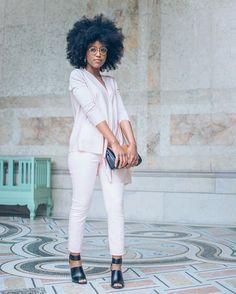 """MusesUniform on Instagram: """"Des couleurs douces pour sortir de mon lit et affronter cette nouvelle semaine. Ce look tout en rose pale sera disponible sur le blog ce soir. Restez connectés ! des bisous."""""""