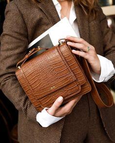 Classic fall handbags for women– Just Trendy Girls: Fall Handbags, Leather Handbags, Leather Bags, Beste Concealer, Fall Bags, Minimalist Bag, Paris Mode, Evening Bags, Fashion Bags