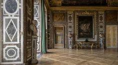 Best Kept Secrets of Versailles Versailles Hall Of Mirrors, Hall Mirrors, Palace Of Versailles, Louis Xiv, Collections D'objets, Lady In Waiting, Terrace Design, Secret Rooms, Billiard Room