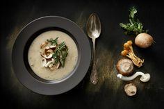 Cremose, calde e gustose, permettono di fare il pieno di fibre e vitamine. In autunno e inverno, le zuppe e le vellutate diventano le protagoniste della nostra tavola...