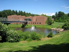 Carl C. Icahn Center for Science 1 - Choate Rosemary Hall - Carl Icahn - Wikipedia Top Boarding Schools, New Students, Private School, Golf Courses, This Is Us, Places To Visit, Around The Worlds, United States, The Incredibles