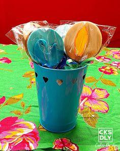 Surf  Cupcakes  Obrigado mamãe @arianaa_barros  Feito com muito amor.  99659-7530 99613-7776  Rosinha & Jefferson  #cake #cakesdaly  #bolo #pastaamericana #arcolor #food #comida #festa  #sonho #empreender #italac Surf, Dinners, Thanks, Dreams, Cake, Party, Food, Dinner Parties, Surfing