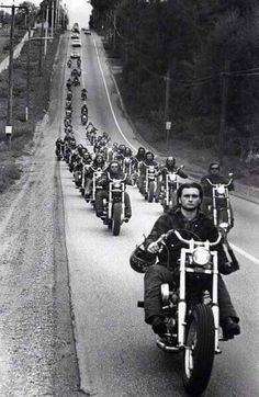 motorcycle hells angels b&w Moto Chopper, Chopper Motorcycle, Vespa Motorbike, Biker Clubs, Motorcycle Clubs, Ford Gt, Baggers, Choppers, Foto Picture