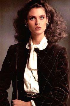 Magdorable! Carol Alt by Hervé Nabon, Louis Féraud Haute Couture Automne-Hiver Collection 1981-1982, L'Officiel September 1981